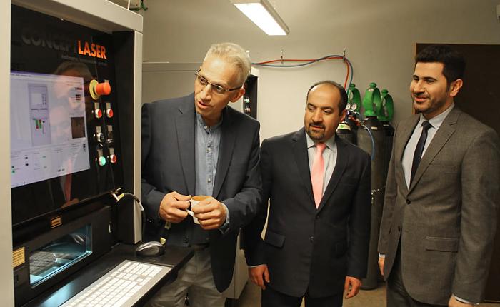 3D-Tech Swedens vd och grundare Reza Kazemi tillsammans med Dr Mohammed Reza Mortazavi som går in med 1,8 miljoner kronor i bolaget och Eng. Mehdi Mirzanezad som lägger en order värd 3-4 miljoner kronor per år.