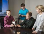 Ingenjörer från Marshall Space Flight Center studerar deras senaste 3d-innovation.