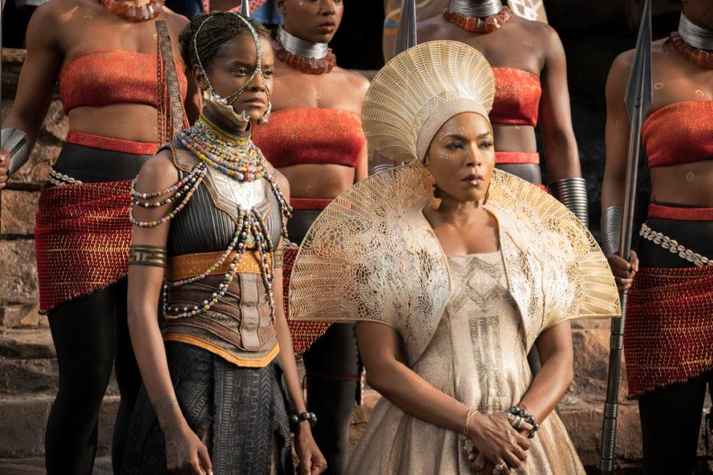 Drottning Ramondas krona och mantel som skapades genom 3d-print av Julia Koerner i samarbete med Black Panther's kostymdesigner Ruth Carter. Foto: Matt Kennedy, Marvel Studios 2018