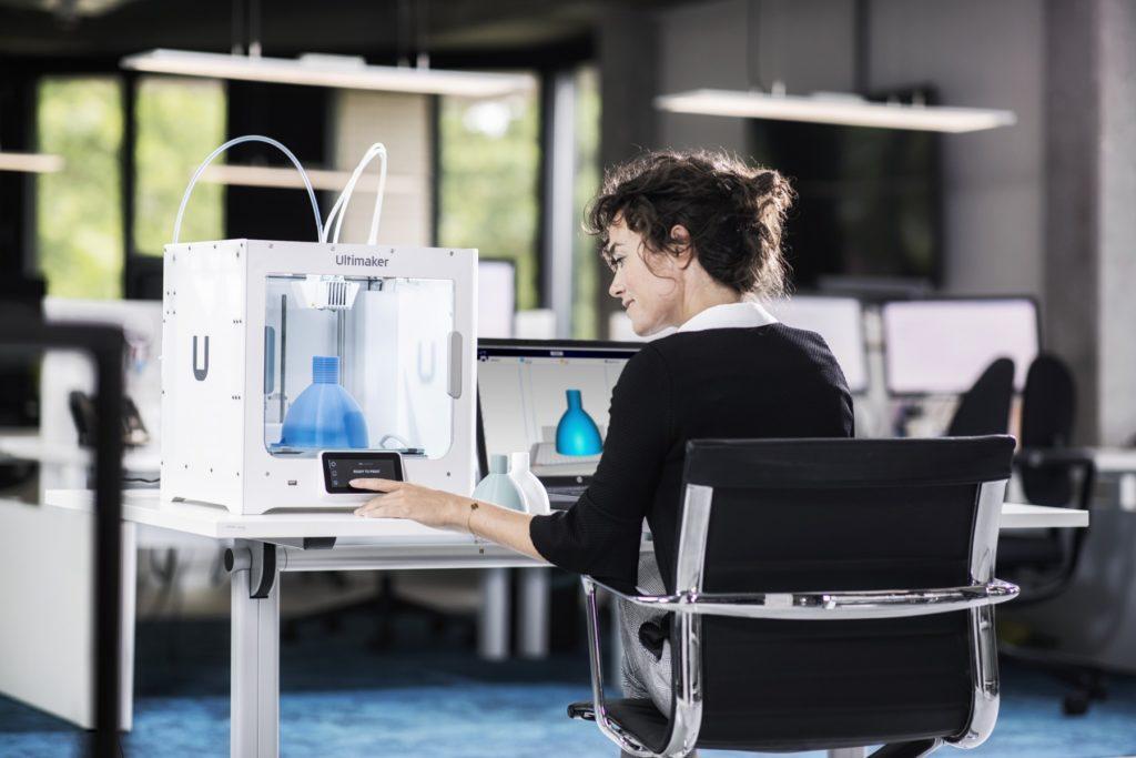 Ultimaker S3 är en mindre skrivbordsmodell som enligt tillverkaren fungerar bra i kontorsmiljö.