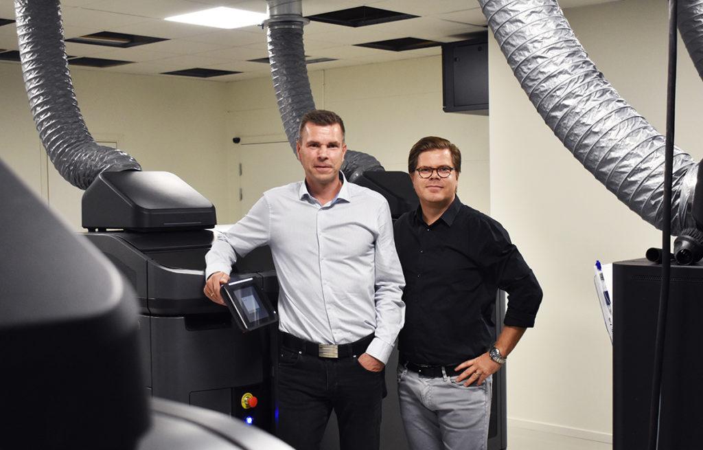 Henrik Lundell och Jonas Sandwall bredvid den fjärde HP-installationen.