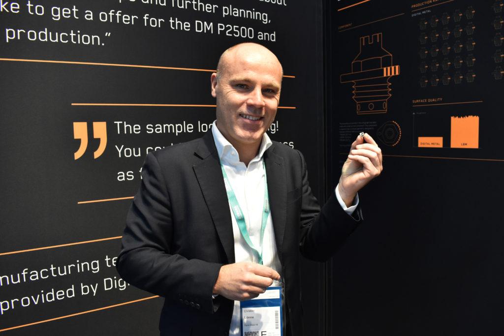 Christian Lönne, vd på Digital Metal, var på plats i företagets monter under Formnext-mässan i Frankfurt.