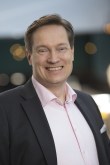 Olof Holmer vd för KTF.
