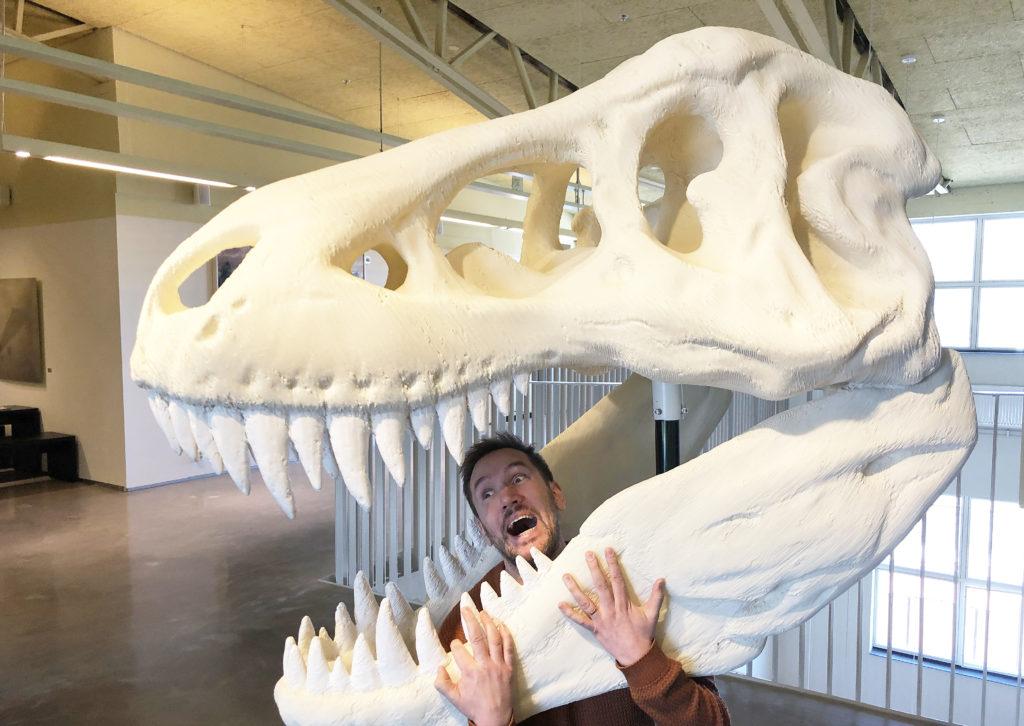 I Gummifabriken, där verksamheten håller till finns ett stort 3d-printat dinosauriehuvud.