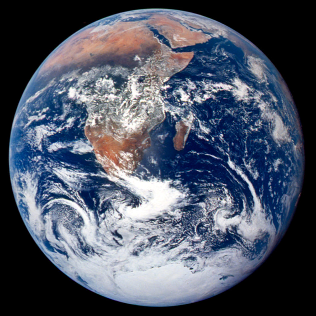 På vägen till månen tog astronauterna denna bild av månen år 1972. Det var den senaste gången som människor gått på månen. Foto via Nasa
