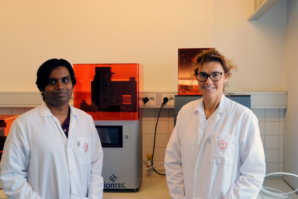 Manjula Herath och Lisa Papia ingår i det internationella nätverk av frivilliga som vill göra medicinsk teknik tillgänglig till en billigare peng. Foto: Magnus Jando