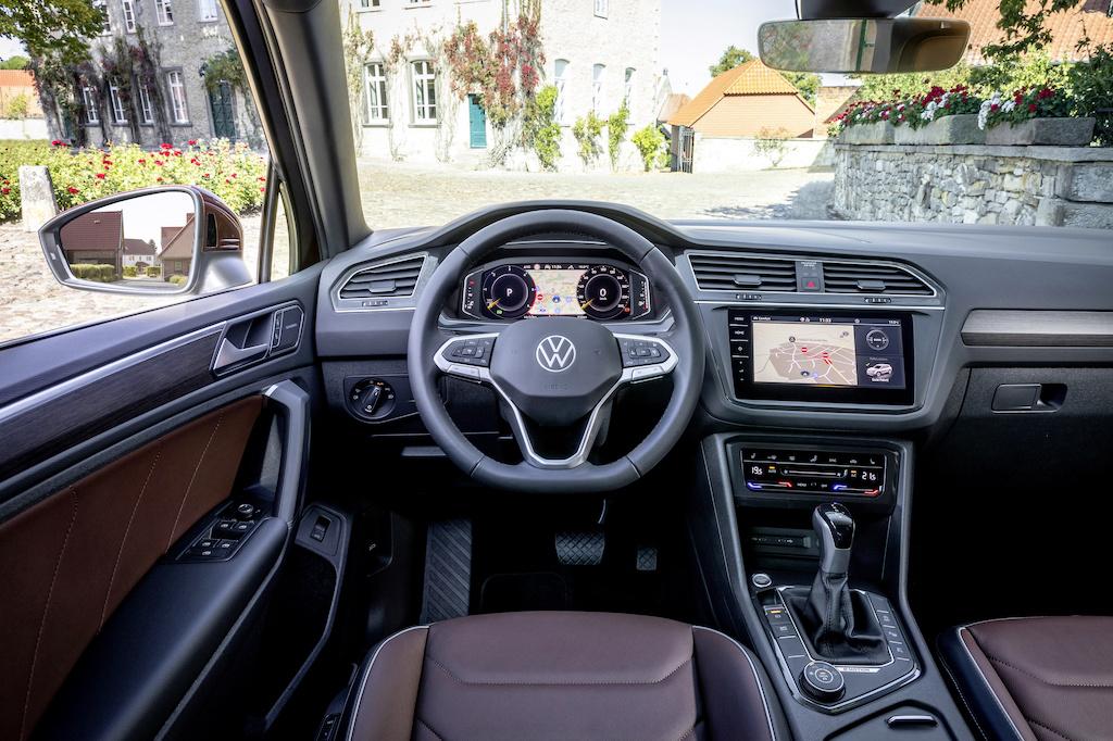 Volkswagen Tiguan R-Line. Med sina nya Stratasys J850 3d-skrivare kan realistiska prototyper tillverkas i rätt färger och nästan identiska material som bilens interiör. Foto: Volkswagen AG