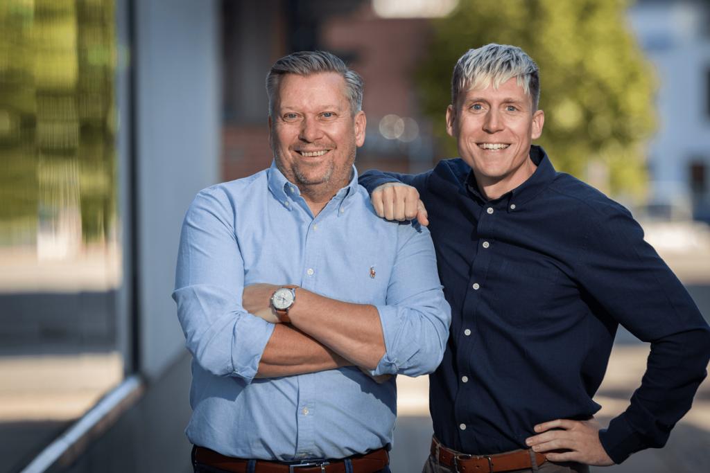Markus Ryberg och Magnus Haugerud står redo för kontakt med kunder på Connect